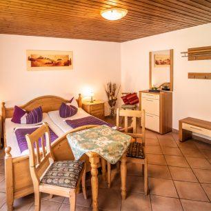 Vogtadeshof Ferienwohnung Kirschblüte - Schlafzimmer